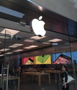 Apple Inc (AAPL) Amazon