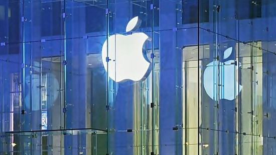 Apple, is Apple a good stock to buy, iPhone 6, iWatch, iTime, Gina Sanchez, mobile payments, payments market, Mark Newton,