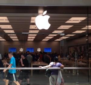 Apple AAPL Store 4