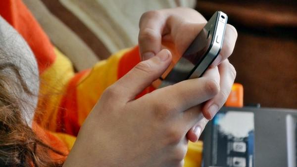 Apple, is AAPL a good stock to buy, iCloud, hacking, FBI,