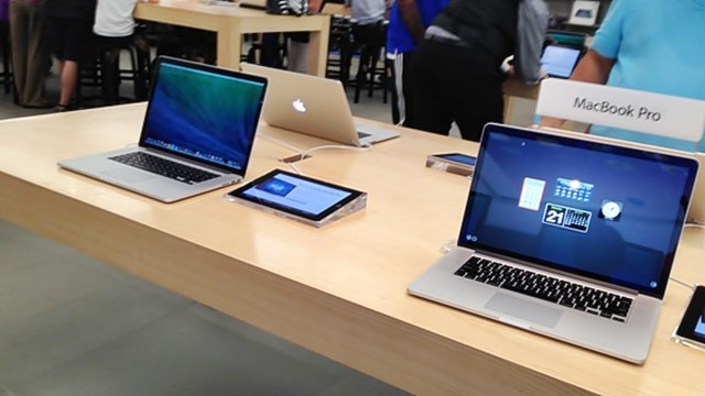 Apple, Bank of America, is AAPL a good stock to buy, is BAC a good stock to buy, Wamsi Mohan, John Paczkowski, retina display, 12 inch MacBook Air, Brittany Umar